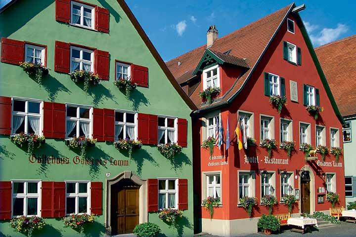 Hotel-Resautrant-Goldenes-Lamm-Dinkelsbuehl-aussen